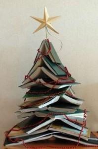 Woontrendz-kerstboom-van-boeken