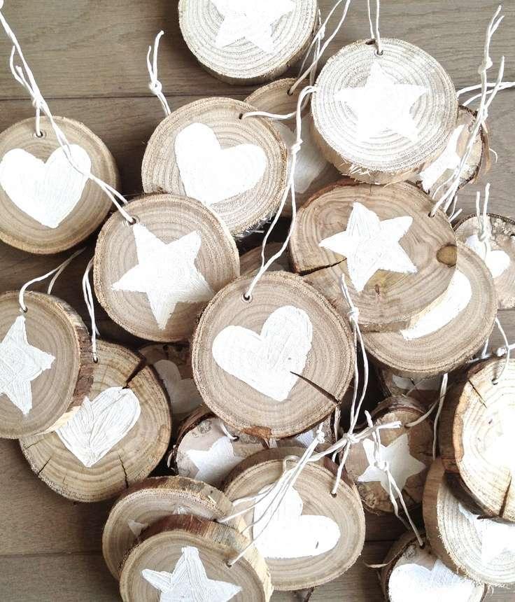Kerstboomhangers van houtschijven woontrendz for Boomstamschijven decoratie
