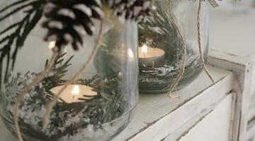 kerst kaarsen met dennenappels