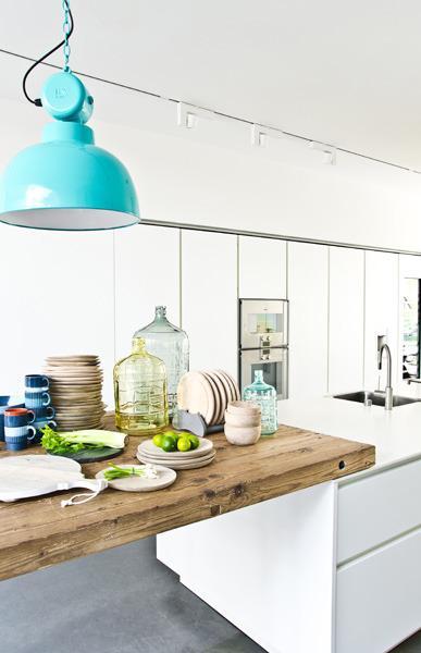 Witte Keuken Houten Werkblad : Moderne keuken met houten werkblad – Keuken inspiratie