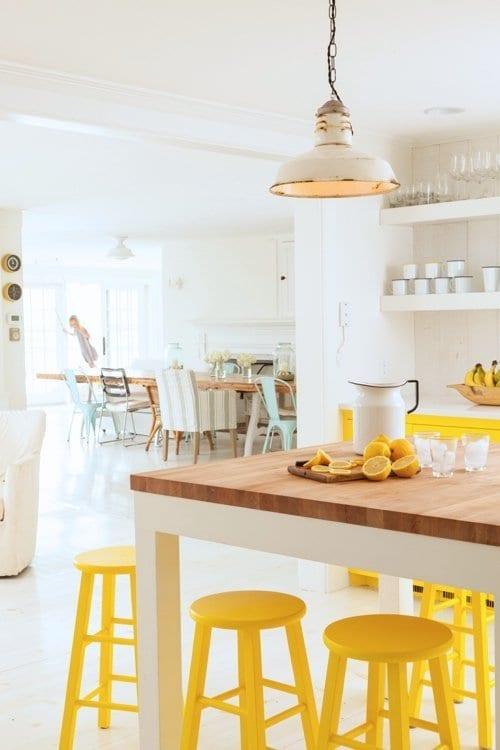 gele-krukken-in-huis