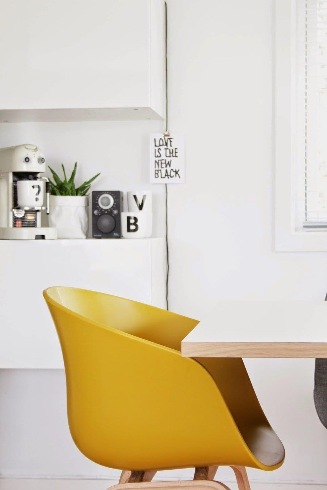gele-stoel-van-hay