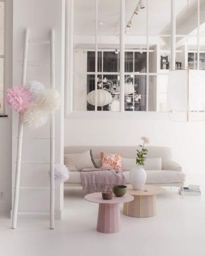 Vrouwen woonkamer met pastel tinten
