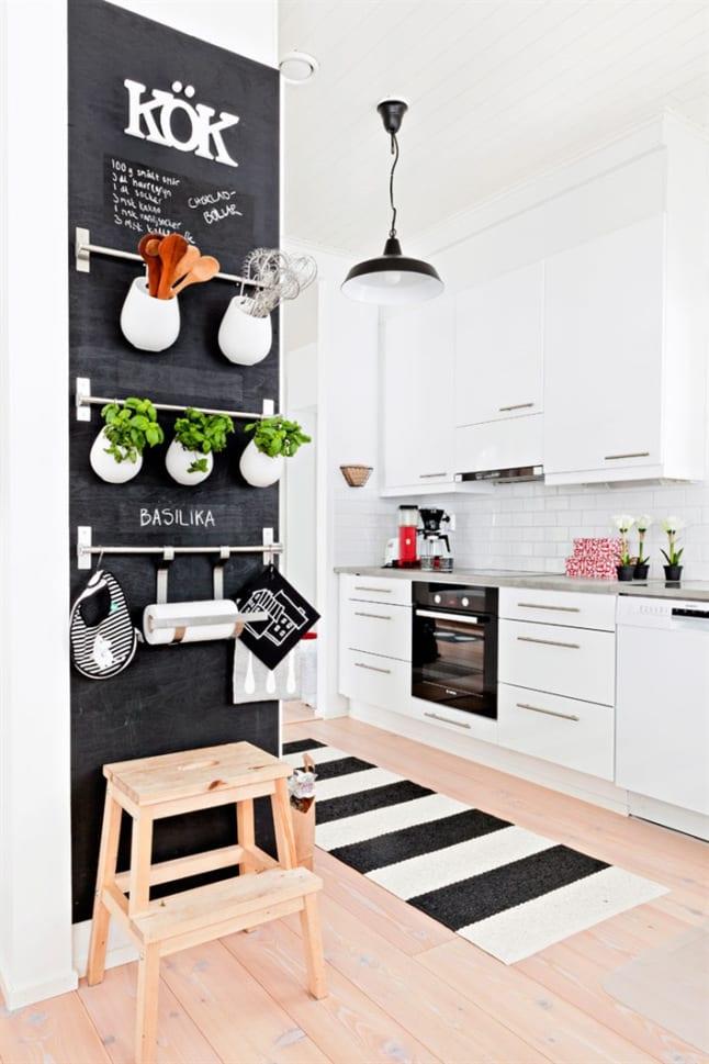 Gestreept vloerkleed voor in de keuken