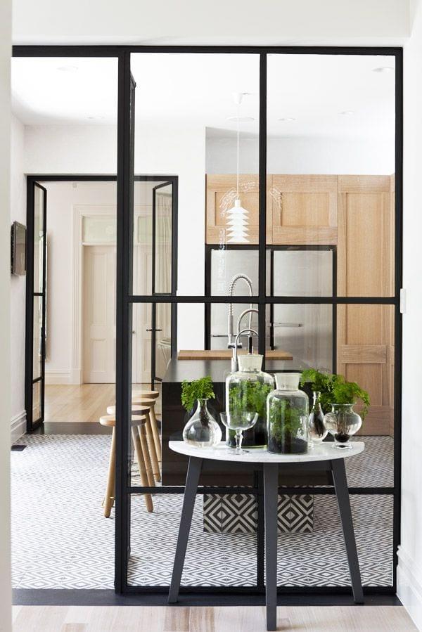 Stalen deuren in de woonkamer en keuken