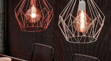 5 hanglampen boven de eettafel