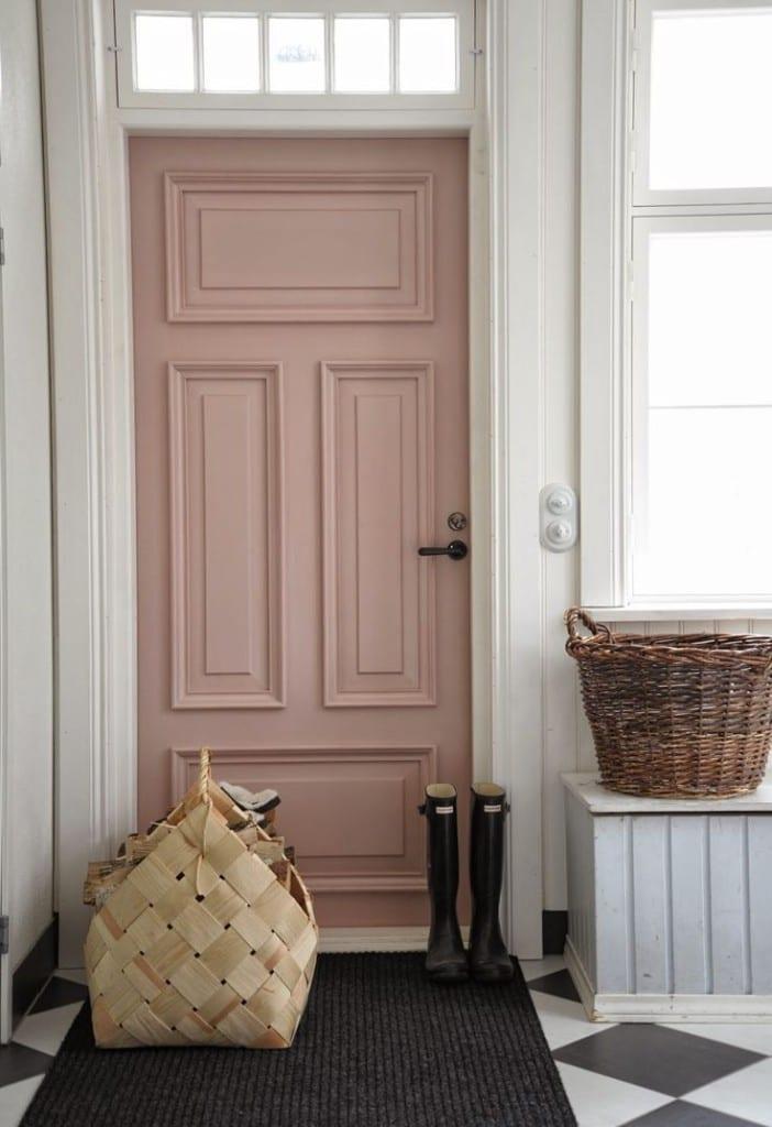 Oud roze deur