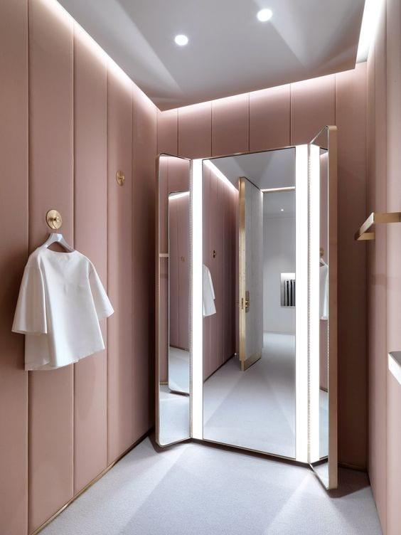 Spiegelwand in walk in closet