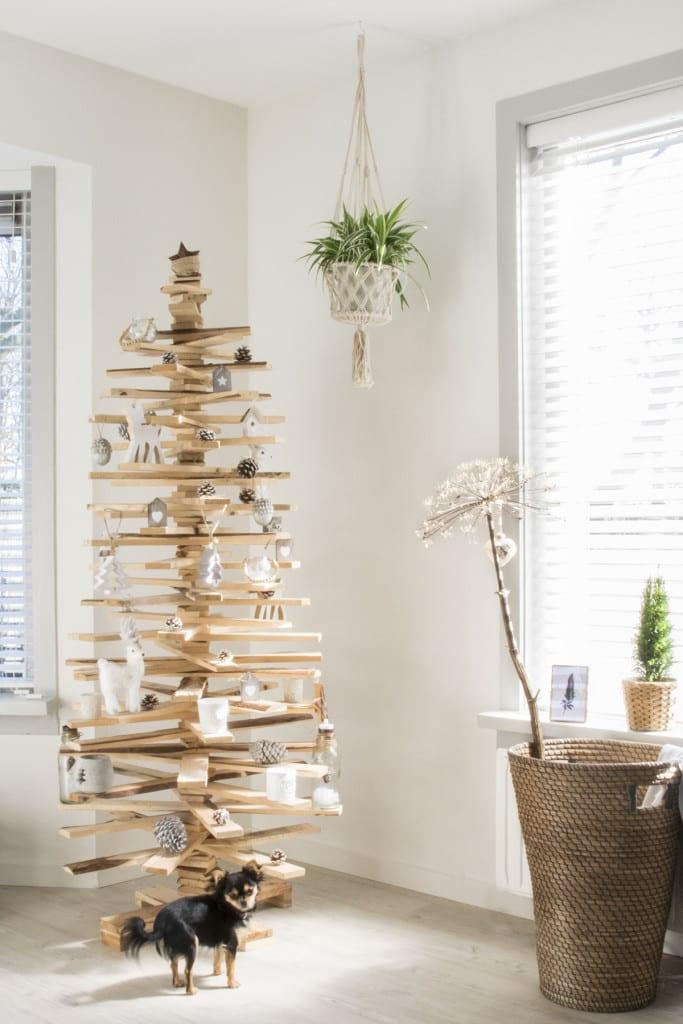 Binnenkijken bij Marlou & Jurre - houten kerstboom