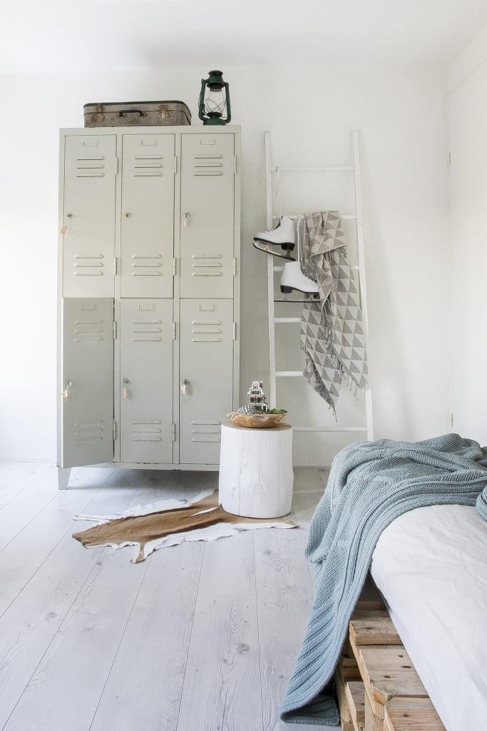 Binnenkijken bij Marlou & Jurre - slaapkamer lockerkast