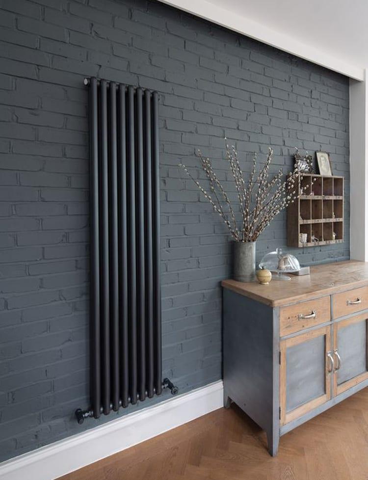 Grijze designradiator woonkamer