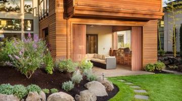 Aangelegde tuin met kunstgras