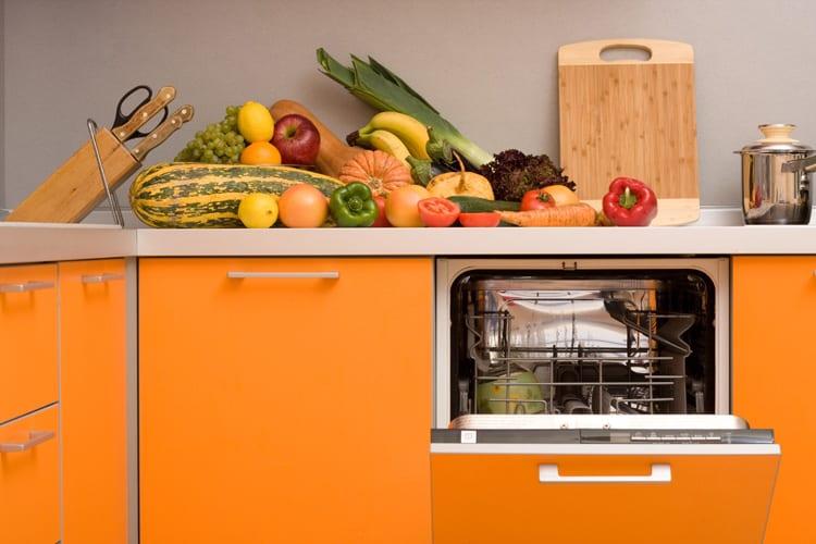 Vaatwasser oranje keuken