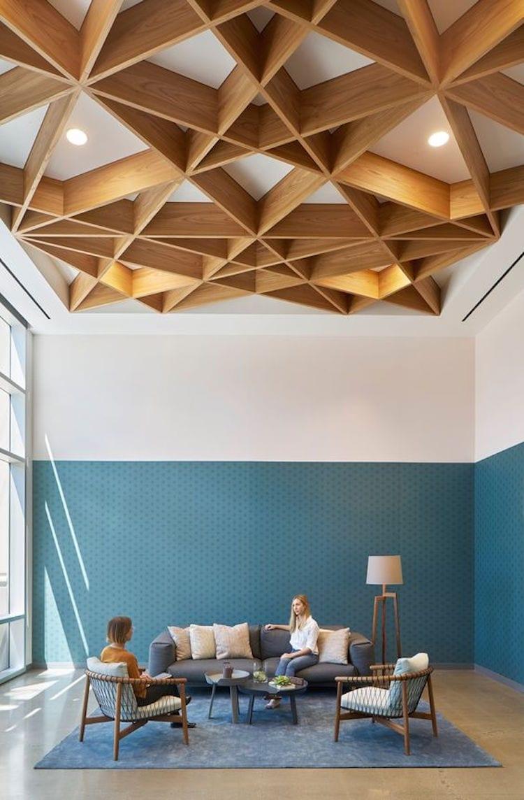 Plafond met bijzonder houtwerk