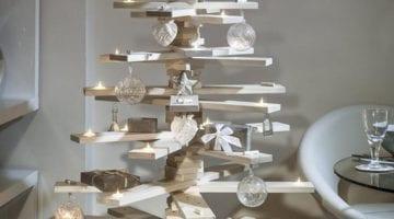 Versierde kerstboom wit van pallethout