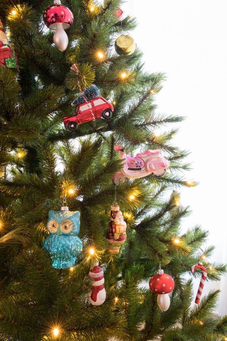 Kerstboom met kerstbal figuren