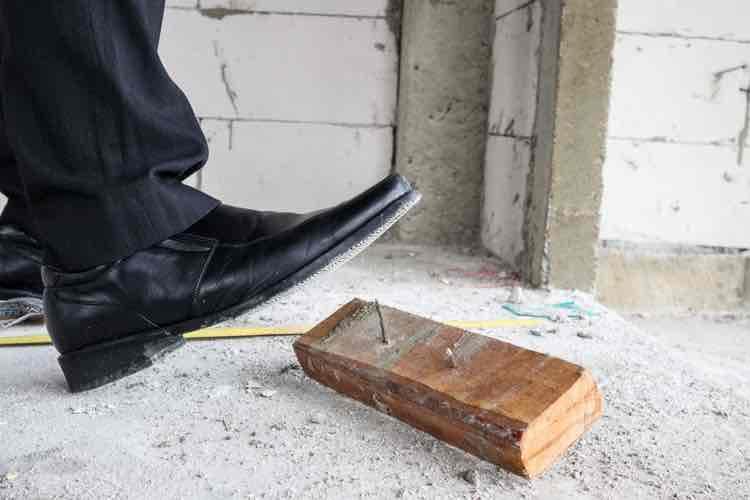Veilig verbouwen - spijker onder schoen