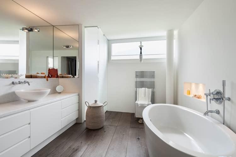 Houten laminaat vloer in badkamer