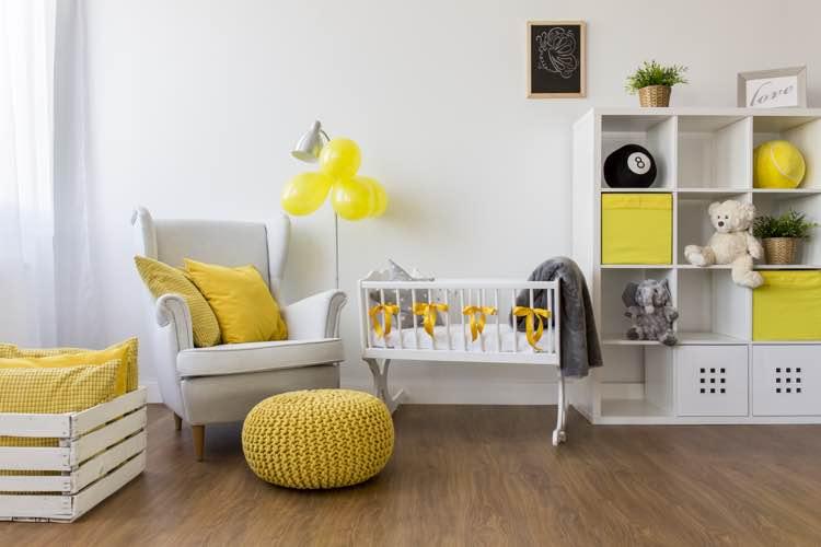 Baby kamer met laminaat vloer