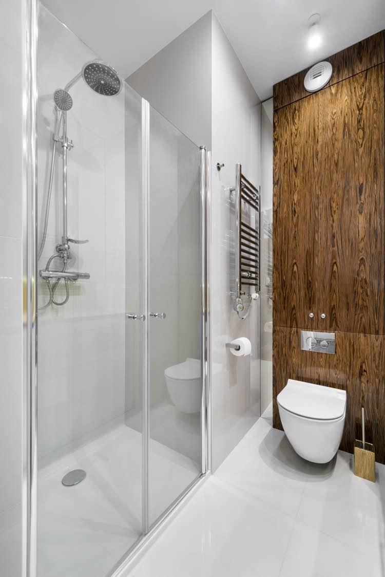Kleine badkamer met radiator