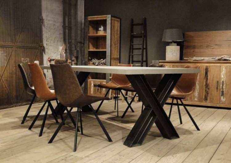 Eettafel hout met kruispoot