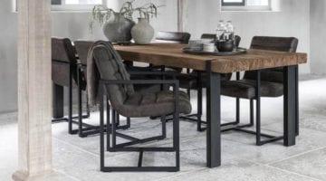 Eettafel van hout met grijze poten